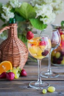 Bevanda estiva tradizionale sangria spumante bianco