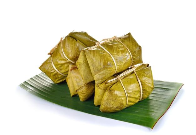 Dessert tailandese tradizionale, riso glutinoso al vapore con banana