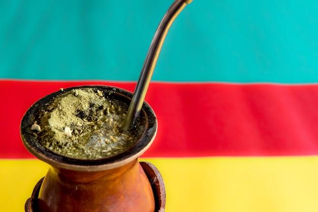 Settimana tradizionale nel sud del brasile. farroupilha settimana dei gauchos.tradizionale sudamericano yerba mate (chimarrao in brasile).