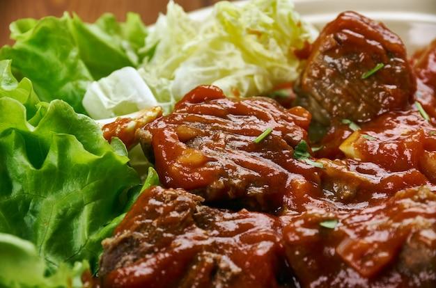 Stufato di manzo tradizionale dell'africa occidentale, in paesi come camerun, nigeria e ghana -