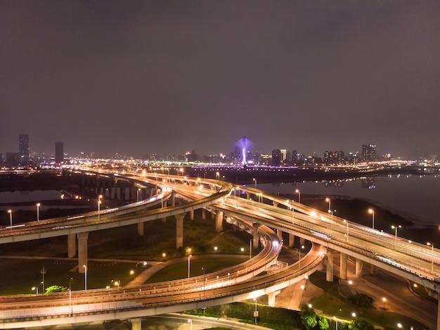 Vista aerea del traffico a taiwan