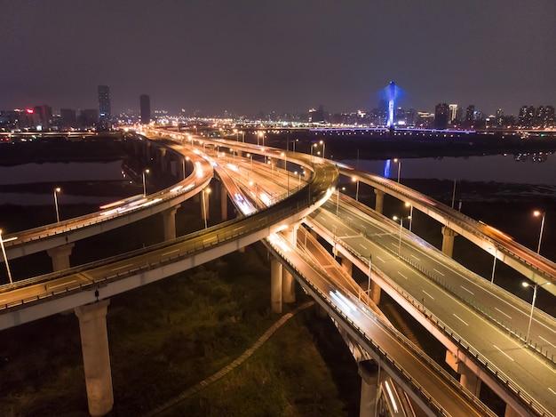 Vista aerea del traffico a taiwan Foto Premium
