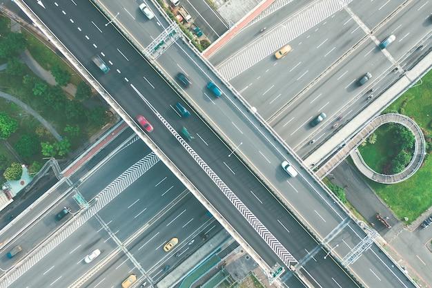Vista aerea della rotatoria del cerchio di traffico a taipei