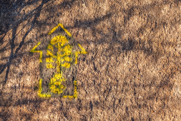 Segnavia lungo il sentiero transmantiqueira - gamma mantiqueira brasile