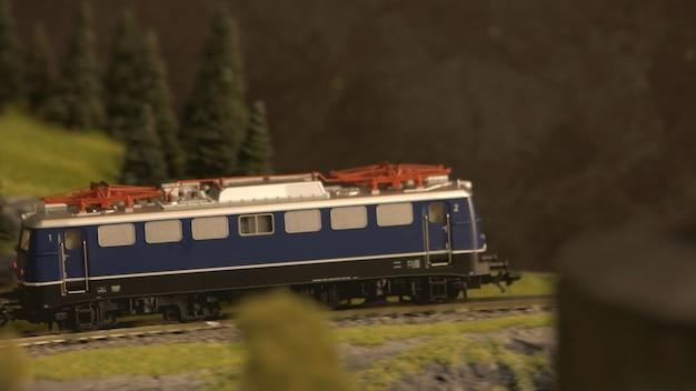 Treno su una ferrovia.