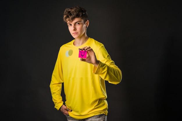 Simbolo del concetto transgender per i diritti lgtbq non binario androgino ispanico mi pride tomboy