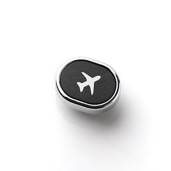 Icona di viaggio sulla tastiera di computer stile retrò per il concetto di prenotazione online