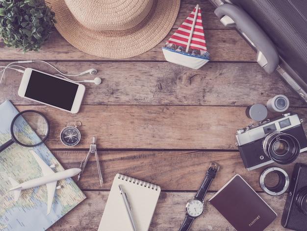 Kit da viaggio su un tavolo