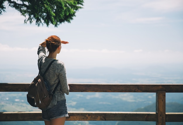 Viaggi, concetto di stile di vita. escursioni in montagna. velika planina o grande altopiano di pascolo, slovenia.