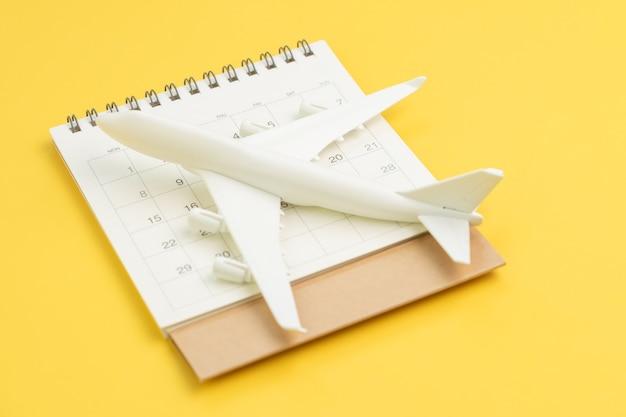 Programma di viaggio, piano di volo per vacanza o concetto di data di viaggio d'affari