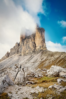 Tre cime di lavaredo - montagne rocciose nelle alpi dolomitiche, italia