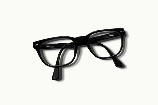 Occhiali da sole alla moda con bellissime lenti trasparenti isolate su bianco