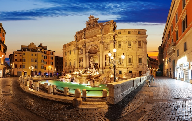 Fontana di trevi all'alba, roma, nessun popolo.