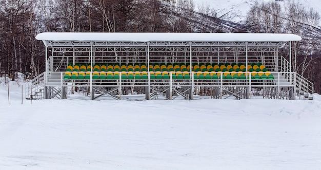Tribuna di uno stadio invernale in kamchatka