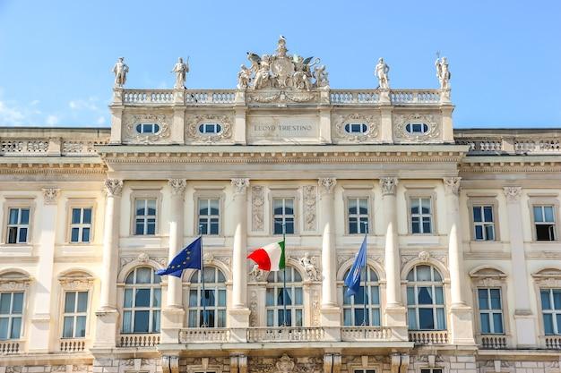 Trieste, italia. architettura del palazzo del consiglio regionale (regione autonoma friuli - venezia giulia) di trieste.