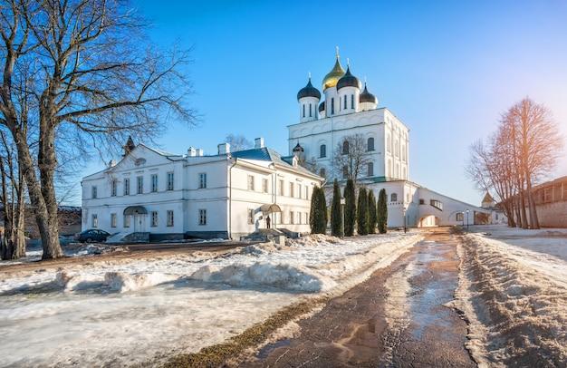 Cattedrale della trinità nel cremlino di pskov