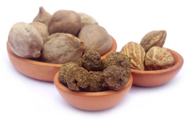 Triphala, una combinazione di frutti ayurvedici, del subcontinente indiano