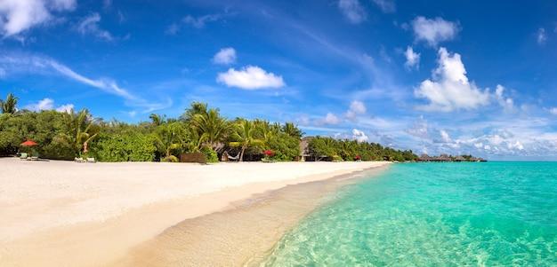 Spiaggia tropicale nell'isola delle maldive