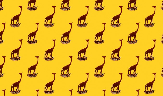 Piccole giraffe di legno senza giunte tropicali