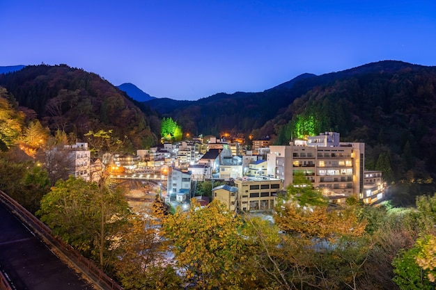 Tsuchiyu onsen nella prefettura di fukushima nella stagione autunnale autunnale, tsuchiyu onsen è il posto migliore per te per cercare la sorgente termale di tsuchiyu (fukushima)