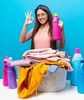 Tty donna delle pulizie che lava i panni