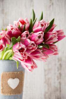 Tulipani sul grigio