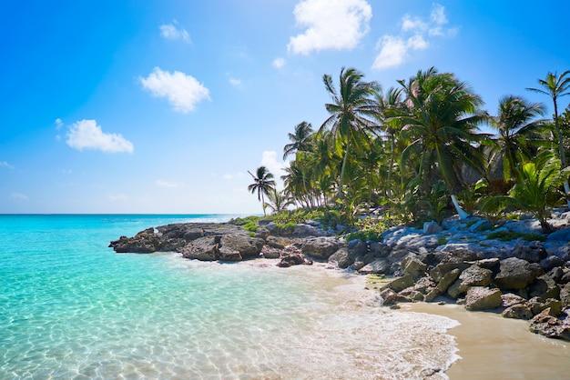 Spiaggia caraibica di tulum in riviera maya
