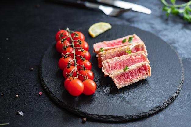Tonno grigliata frutti di mare fritto barbecue pesce alla griglia mangiare sano pasto spuntino dieta pescetarian
