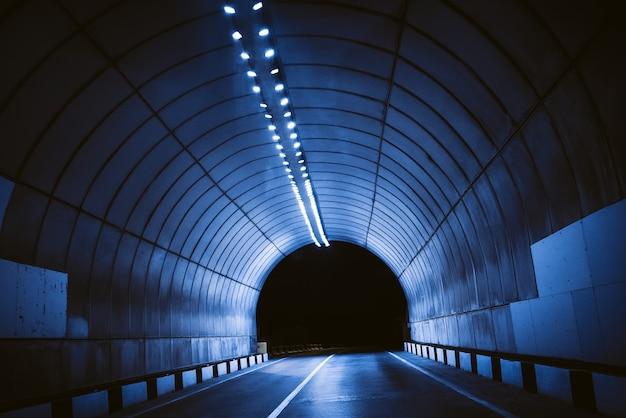 Prospettiva della strada del tunnel