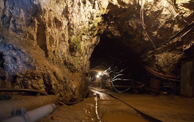 Tunnel con cavi ferroviari ed elettrici per la produzione e la tecnologia delle miniere sotterranee
