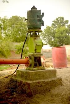 Pompa a turbina, sistema di irrigazione di campo nel distretto di pakpattan, punjab, pakistan