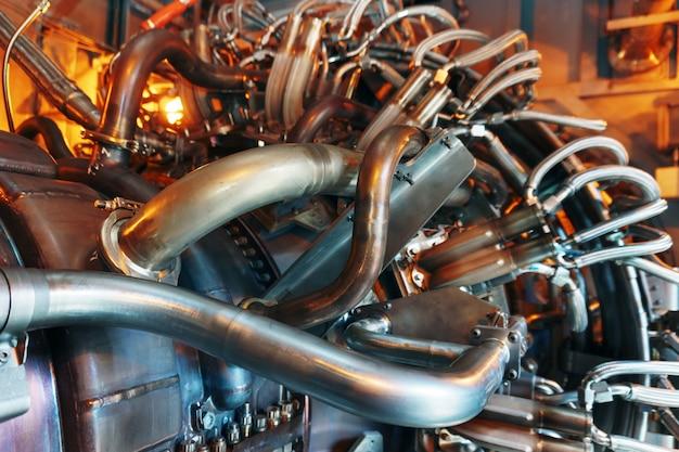 Turbina con elementi strutturali per la generazione di energia e l'aviazione.