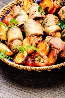 Piatto turco di parmak-koft di melanzane