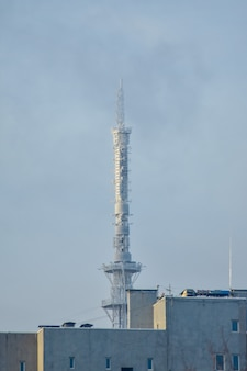 Torre della tv in una giornata invernale