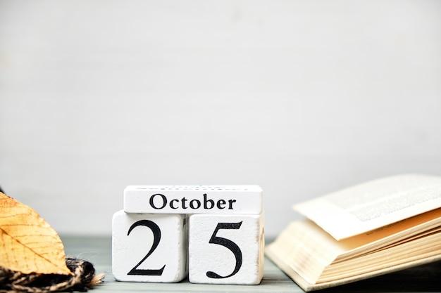 Venticinquesimo giorno del mese di autunno del calendario ottobre con lo spazio della copia