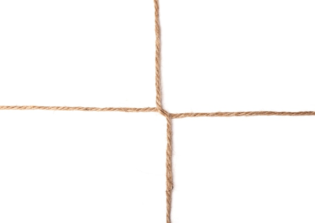 Trama di nodo a croce di spago isolato su sfondo bianco, foto macro