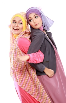 Due bella donna musulmana divertirsi insieme
