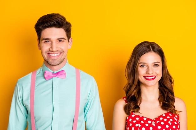 Due belle persone signora bel ragazzo con i denti sorridenti