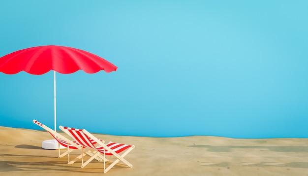 Due sdraio e ombrellone in spiaggia