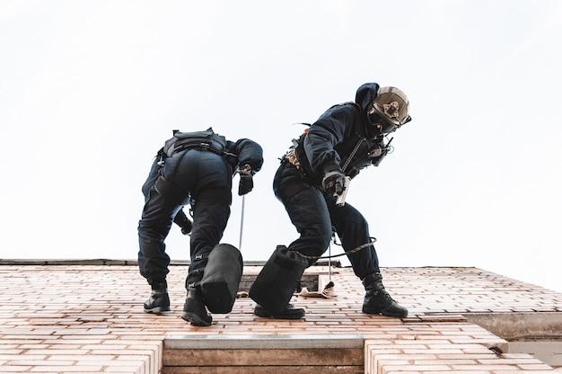 Due commando si addestrano alla base