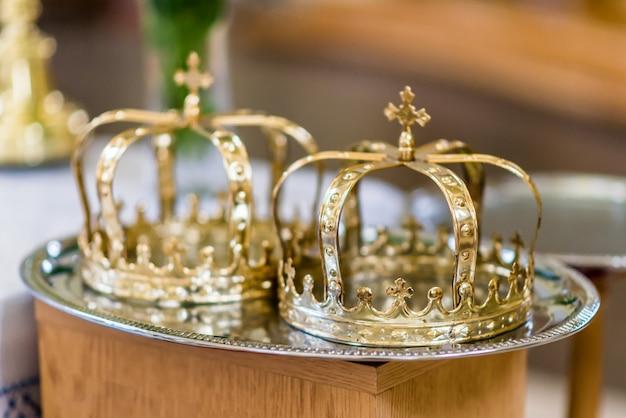 Due corone per la cerimonia nuziale
