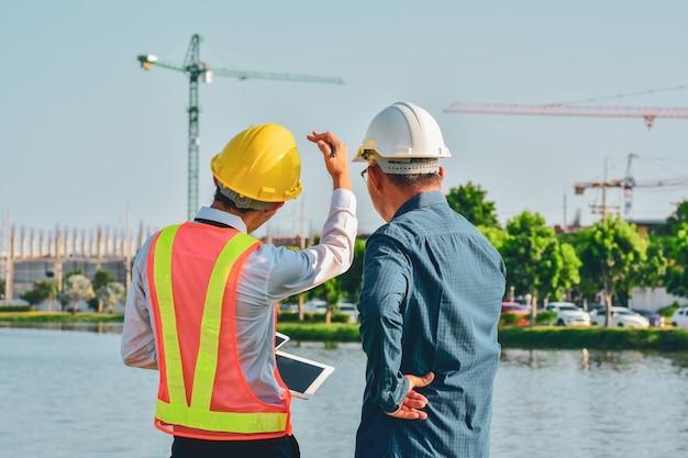 Progetto del cantiere del piano di conversazione di due ingegneri