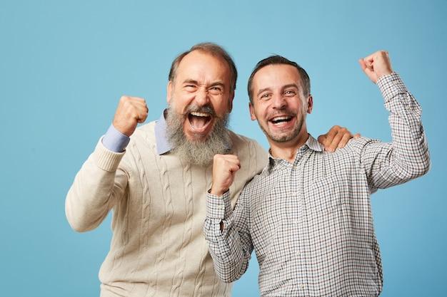 Due uomini eccitati