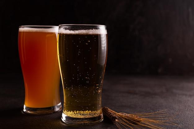 Due bicchieri di birra fredda