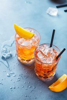 Due bicchieri di un cocktail italiano tradizionale