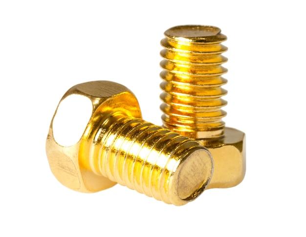 Due bulloni a testa esagonale in oro isolati su sfondo bianco