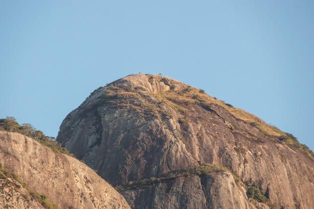 Two hill brother da una diversa angolazione, visto dal quartiere di gavea a rio de janeiro in brasile.