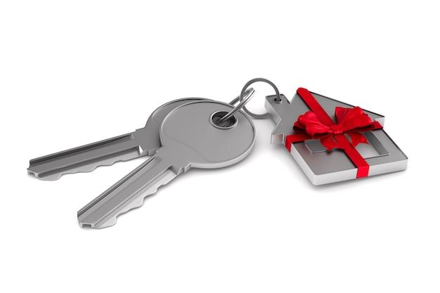 Due chiavi e gingillo casa su uno spazio bianco