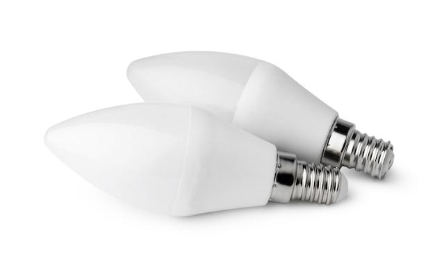 Due lampadine isolate sulla superficie bianca