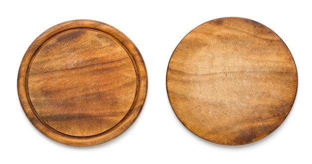 Due lati del tagliere di legno rotondo usato per pizza isolato su fondo bianco. mockup per il progetto alimentare.